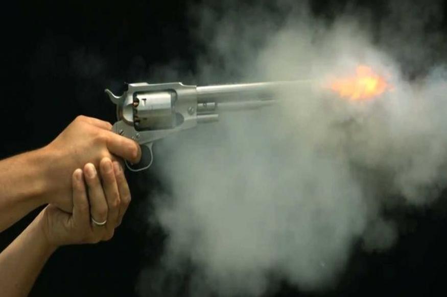 राधाकृष्ण विखे पाटलांच्या गावात गोळीबार, तरुणाचा जागीच मृत्यू