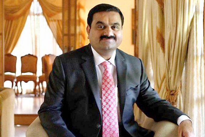 भारतातील सर्वात श्रीमंत व्यक्तींच्या या यादीत १० व्या स्थानावर गौतम अडानी आहेत. त्यांची एकणू संपत्ती ११९० कोटी डॉलर आहे. म्हणजे तब्बल ८५ हजार ६८० कोटी रुपये.