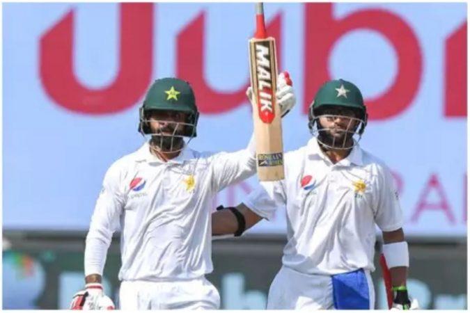 मोहम्मद हाफीजने पाचव्यांदा पाकिस्तानच्या कसोटी संघात पुनरागमन केले आहे. हफीजला आता सन्मानाने क्रिकेटमधून निवृत्त व्हायचे आहे. हफीजने पाकिस्तानसाठी ५० कसोटी सामने आतापर्यंत खेळले असून ३४५२ धावा केल्या आहेत.