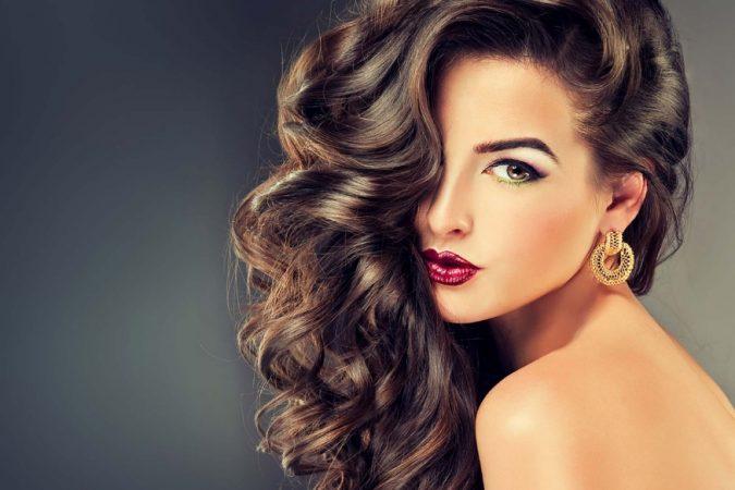 याच पद्धतीने केसांना तेलाने मसाज केल्याचा केसांच्या वाढीवर काहीही परिणाम होत नाही. जास्त मसाज केल्यास केस गळायला सुरूवात होऊ शकते.
