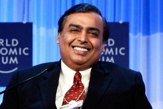 फोर्ब्स मासिकाने भारतातील सर्वात श्रीमंत व्यक्तींची यादी जाहीर केली आहे. या यादीत रिलायन्स इंडस्ट्रीजचे (आरआय़एल) चेअरमन मुकेश अंबानी अग्रणी आहेत. फोर्ब्स इंडियाच्या भारतातील १०० श्रीमंत व्यक्तींच्या नावांमध्ये मुकेश अंबानी सलग ११ वर्ष प्रथम स्थानी आहेत. त्यांची एकूण संपत्ती ४७३० कोटी डॉलर (३.४० लाख कोटी) रुपये आहे.