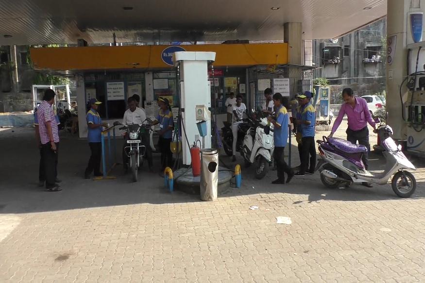 इंधन दरवाढीत होणाऱ्या रोजच्या चढ-उतारामुळे पेट्रोल पंप नेहमीच चर्चेचा भाग राहिलेत. मात्र उल्हासनगरमधील एक पेट्रोल पंप वेगळ्याच कारणाने चर्चेत आलं आहे.