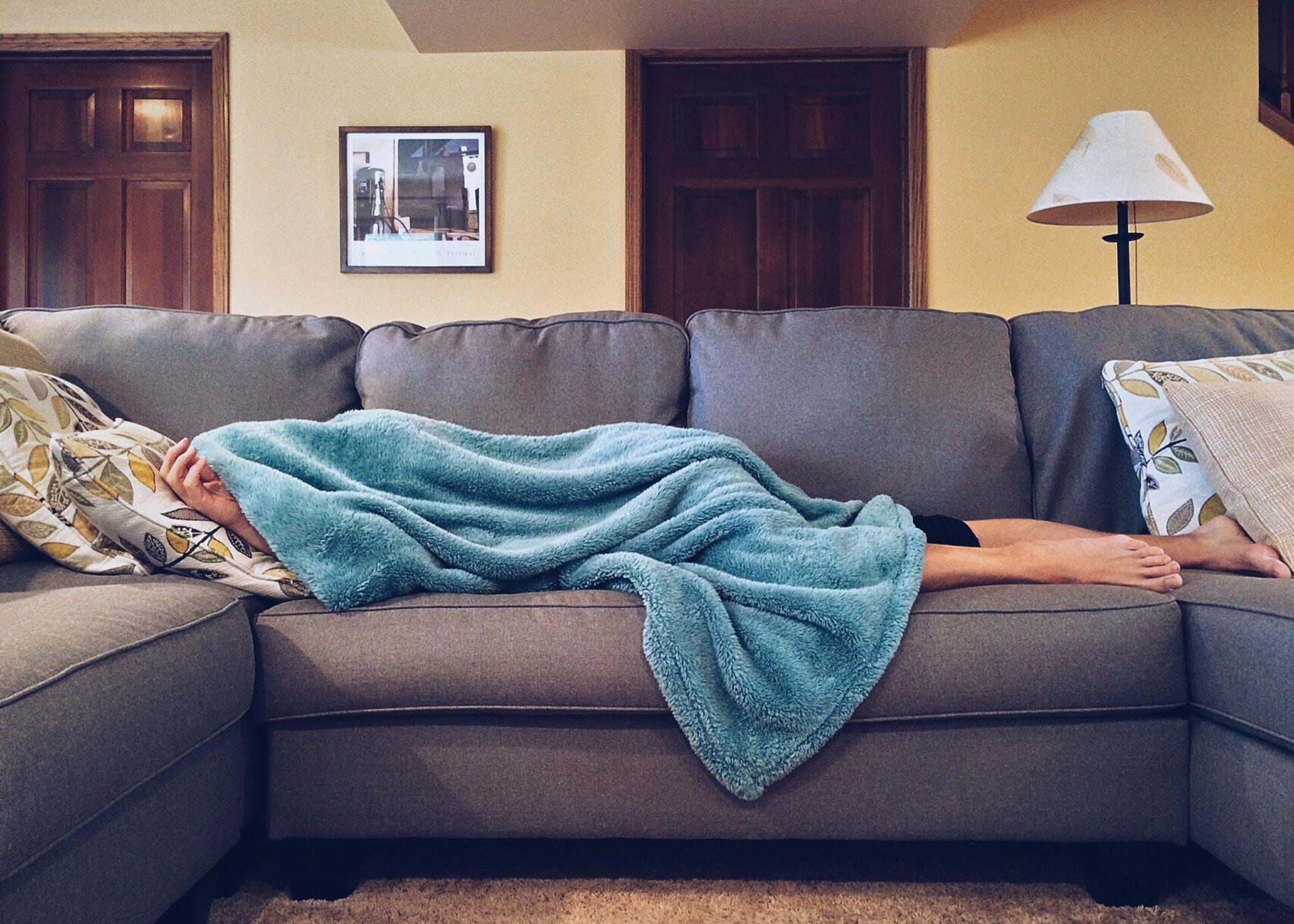 जेव्हा आपण झोपतो तेव्हा आपल्या शरीरातील स्नायूंची दुरुस्ती होतं असते. पण जर आपण कमी झोपलो तर आपले स्नायू व्यवस्थित रिपेअर होत नाहीत. त्यामुळे शरीराला सगळ्यात महत्त्वाची आहे ती म्हणजे पूर्ण आणि व्यवस्थित झोप.