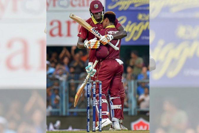 हेटमायरने ७८ चेंडूत ६ षटकार आणि ६ चौकार लगावून १०६ धावा केल्या