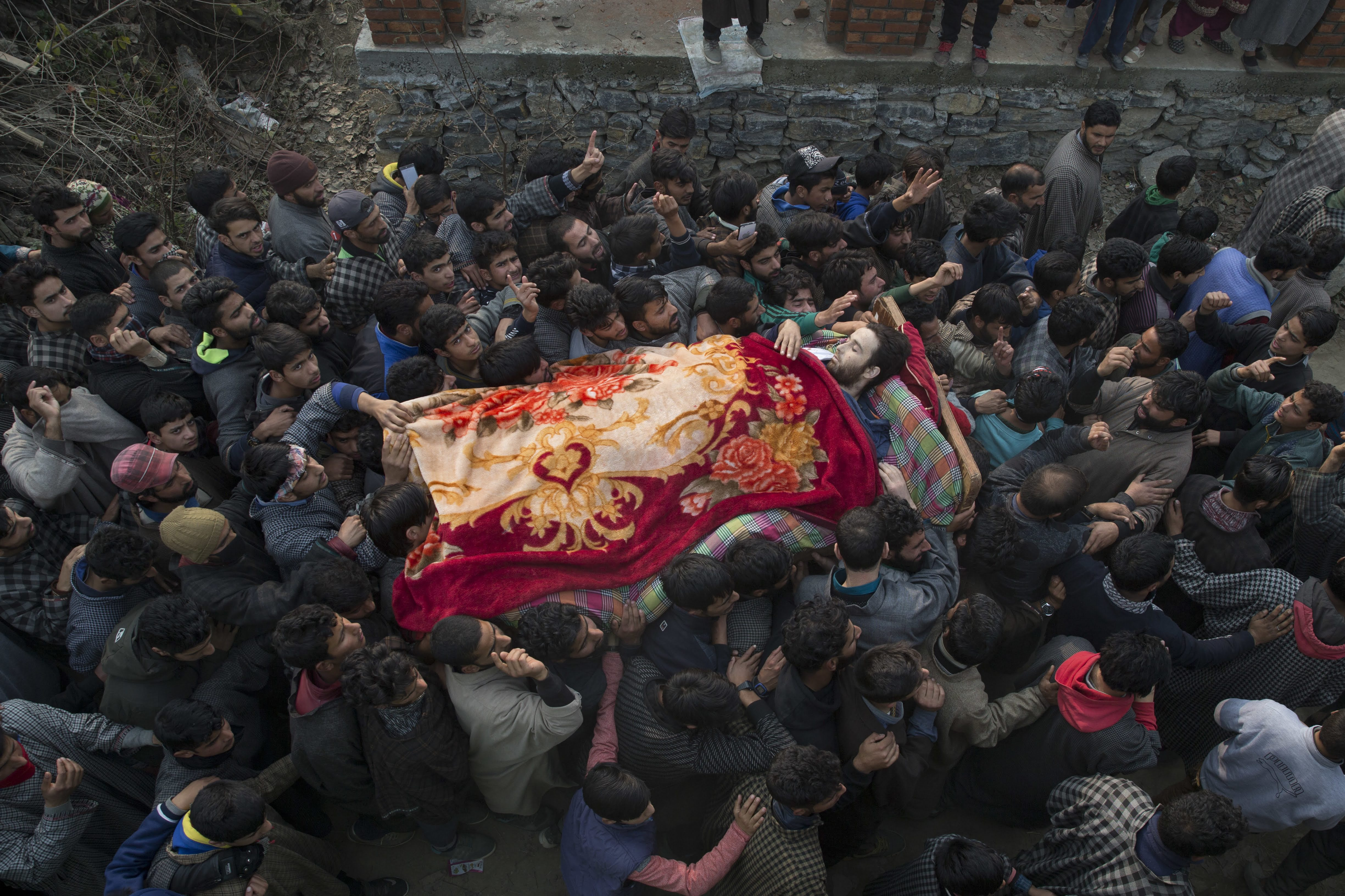 दक्षिण काश्मीरमध्ये झालेल्या या चकमकीत काश्मिरी बंडखोर शाहीद अहमद या बंडखोर नेत्यासह ६ जण मारले गेले.