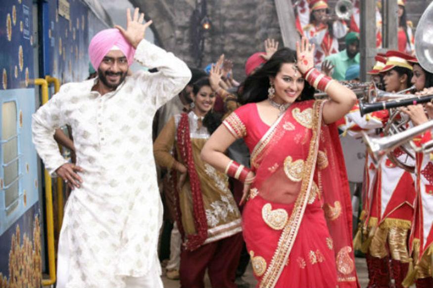 अजय देवगण आणि सोनाक्षी सिन्हाचा सन आॅफ सरदार दिवाळीत रिलीज झाला. बाॅक्स आॅफिसवर सिनेमानं 102 कोटी कमावले.