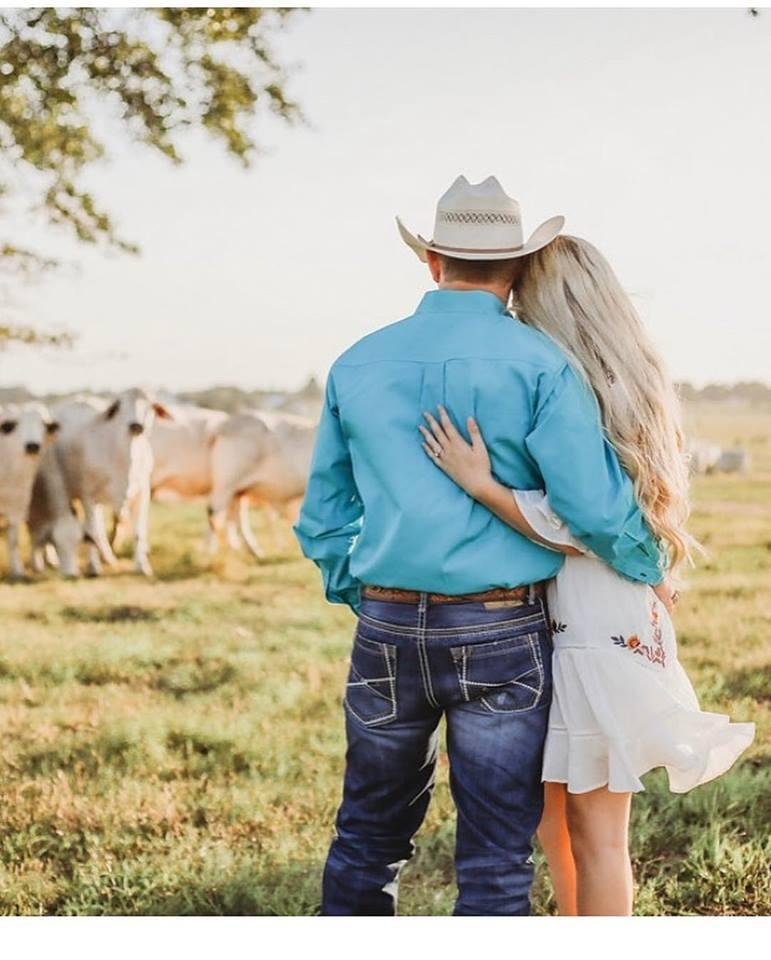 विल आणि बेली यांचा अपघातापूर्वी दोन तास आधीच विवाह झाला होता. लग्नसोहळ्याला उपस्थित असणाऱ्या मित्र-मैत्रिणींनी या नवदाम्पत्याच्या मृत्यूनंतर सोशल मीडियात मोठी हळहळ व्यक्त केली आहे. (फोटो सौजन्य: फेसबुक)