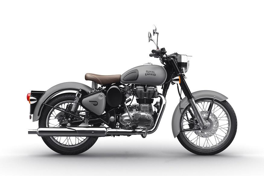 खूपच आकर्षक लूक आमि दमदार इंजिनसह Jawa 42 ही मॉडर्न बाईक तरुणांचं लक्ष वेधून घेत आहे. ही बाईक भारतातील लोकप्रिय बाईक असणाऱ्या रॉयल एनफील्ड Classic 350 या बाईकला टक्कर देत आहे.