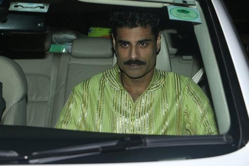 बाॅलिवूडमध्ये नेहमी बिग बी, आमिर खान, एकता कपूर पार्टी देतात.