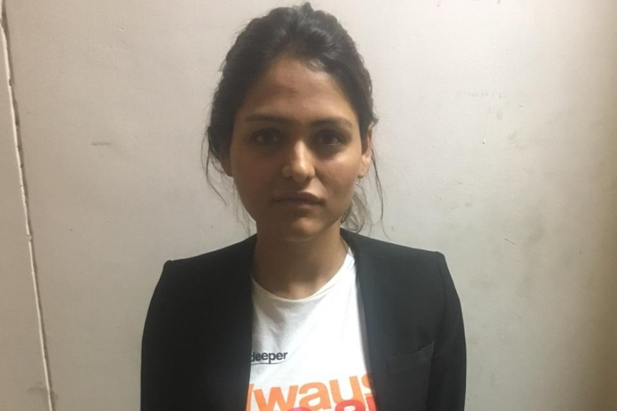 शेवटी मनजित आणि एंजलनं मिळून सुनिताचा काटा काढायचा ठरवला आणि रीतसर काँट्रॅक्ट किलरशी संपर्क साधला. एंजलनं सुनिताला मारण्याची सुपारी दिली. मनजित आणि एंजलनं मिळून १० लाख रुपये त्या काँट्रॅक्ट किलरला दिले.