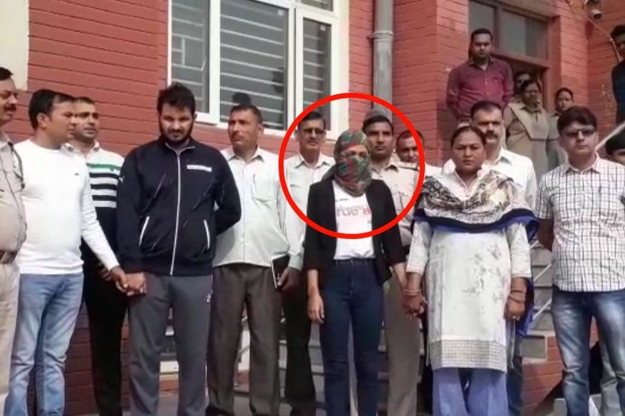 शिक्षिकेचा खून करून काँट्रॅक्ट किलर पसार झाले आहेत. पोलीस त्यांचा तपास करत आहेत. मनजित आणि एंजलच्या अफेअरची कुणकुण पोलिसांना लागल्यामुळे त्यांना ही मर्डर केस सोडवण्यास मदत झाली. दिल्ली पोलिसांनी मनजीत, एंजल आणि राजीव यांना सुनीताच्या खुनाच्या आरोपाखाली अटक केली आहे.