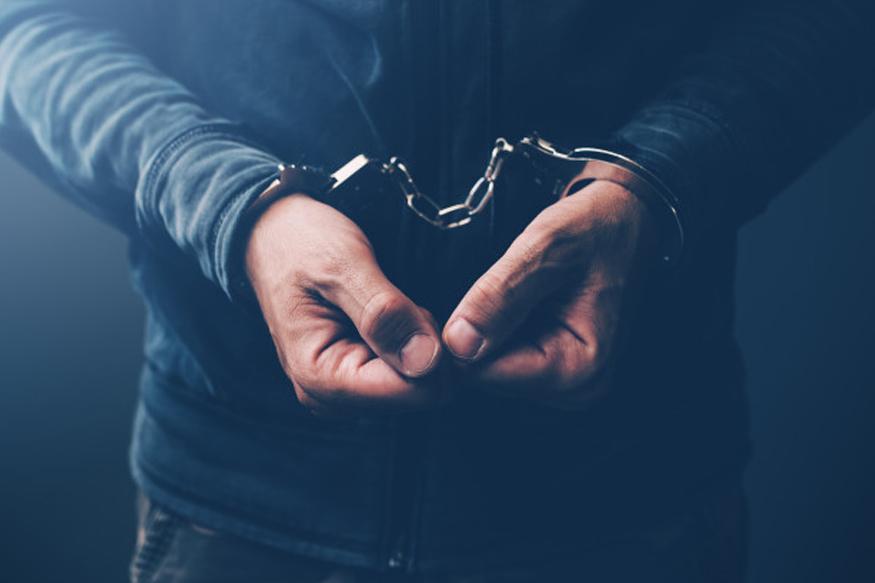 घटनेची माहिती पनवेल पोलिसाना मिळताच त्यांनी अवनीचे जाब जबाब नोंदवून घेतले आणि पती अल्पेश बापू भोसले यांच्यावर भा.द.वि.कलम 325 '326 आणि 496 (अ) अन्यवे गुन्हा दाखल करून अटक करण्यात आली आहे.