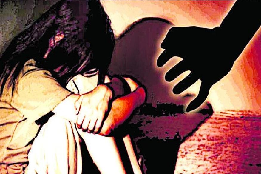 गुरुवारी सकाळी भाऊ कामाला गेल्यानंतर मुलीने हा सगळा प्रकार तिच्या वडिलांना सांगितला. त्यानंतर वडिलांनी मुलाविरोधात पोलिसांकडे तक्रार दाखल केली.