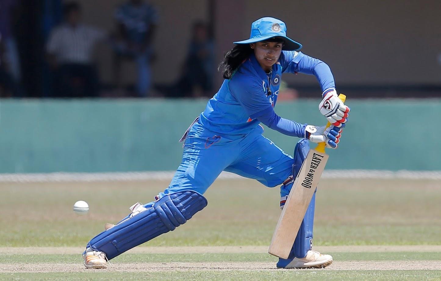 त्यांनी मितालीला क्रिकेट कोचिंग द्यायचं ठरवलं. मिताली लहानपणी फार आळशी होती. तिच्या या आळसाला दोराई राजा फार वैतागले होते. मिताली तिच्या मोठ्या भावासोबत क्रिकेट खेळायला जायची. हळूहळू तिचा या खेळात रस निर्माण झाला.