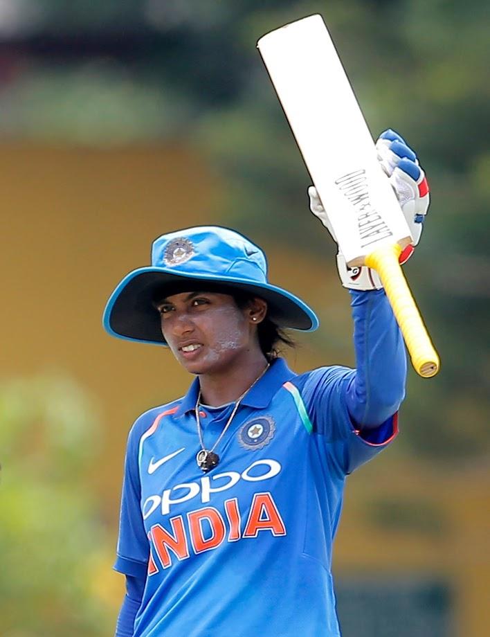 मिताली राजला लहानपणी क्रिकेट हा खेळ अजिबात आवडायचा नाही. सर्वसामान्य मुलींप्रमाणे तिलाही डान्सची आवड होती. मितालीचे वडील दोराई राजा हे भारतीय वायूसेनेत होते.