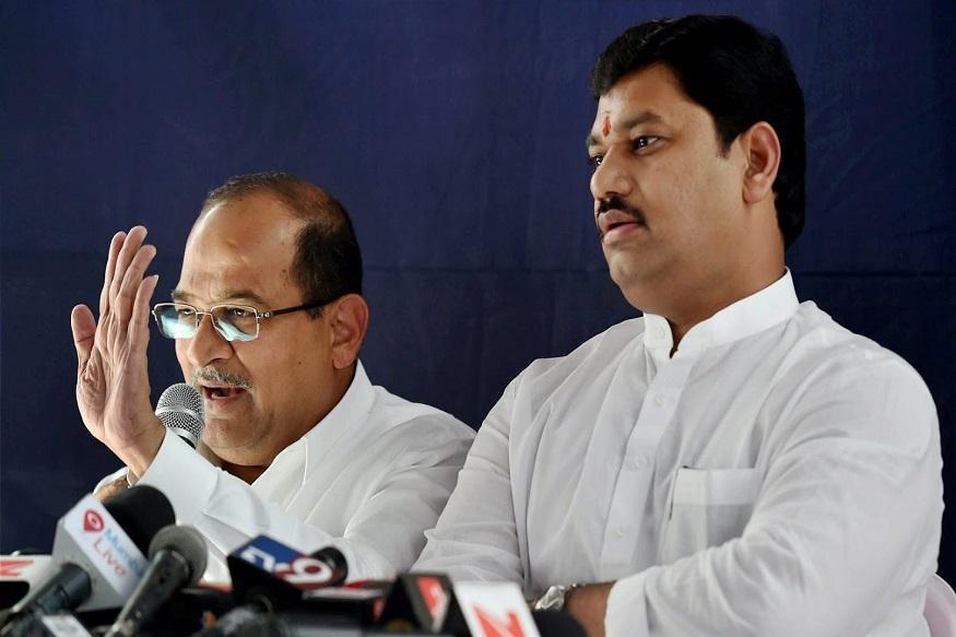राज्य सरकार म्हणजे 'ठग्ज ऑफ महाराष्ट्र' - विरोधकांचा हल्लाबोल