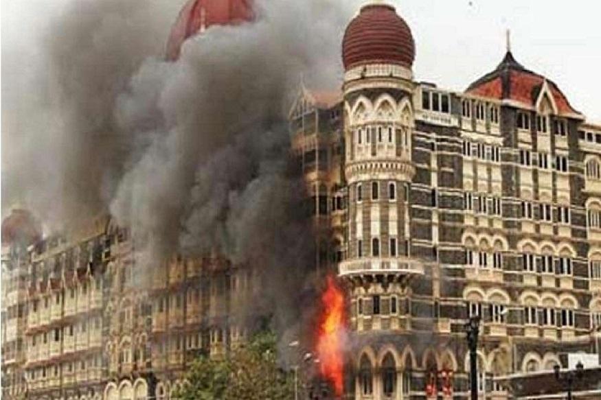 मंबई - मुंबईवरच्या दहशतवादी हल्ल्याला आज 10 वर्षपूर्ण होताहेत. यानिमित्त मुंबई पोलिस आणि रेल्वे विभागातर्फे विविध कार्यक्रमांचं आयोजन करण्यात आलंय. 26/11 च्या स्मृती स्थळावर जावून मान्यवर आदरांजली वाहणार आहे.