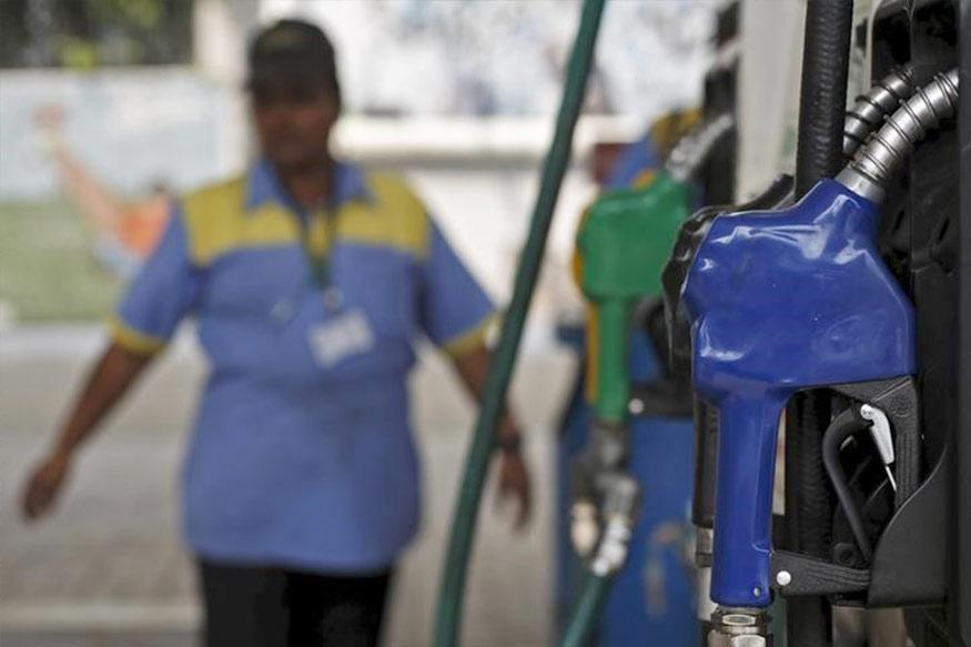 HP च्या पेट्रोल पंपवर जर तुम्ही ५ लीटर पेट्रोल घेतले तर तुम्हाल १ लीटर पेट्रोल मोफत मिळणार आहे.