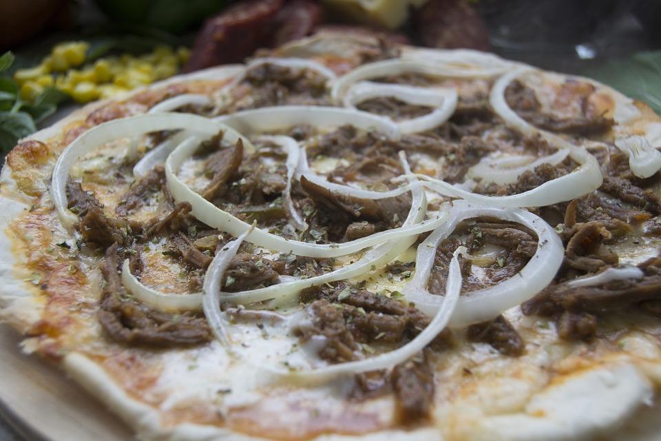 जबरदस्त ऑफर! जेवताना, खाताना मोबाईल बाजूला ठेवलात तर इथे मिळेल फ्री पिझ्झा