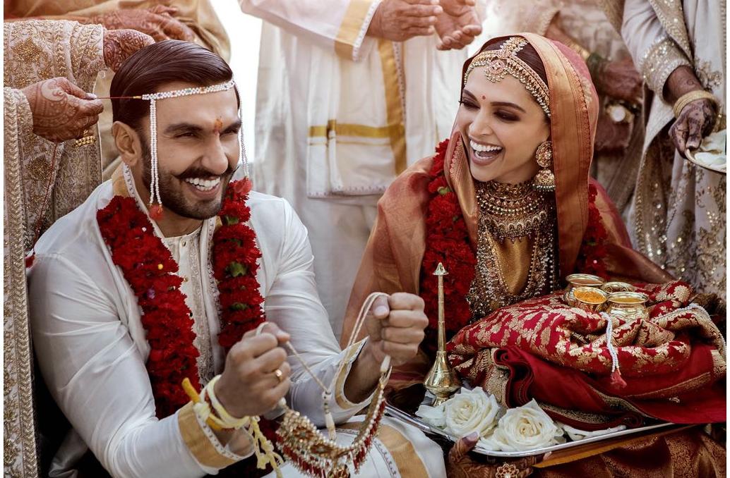 मुंबईत सध्या ते दीपिकाच्या प्रभादेवीच्या घरी राहणार आहेत. लग्नात दोघांच्या चेहऱ्यावरून आनंद ओसंडून वहात होता.