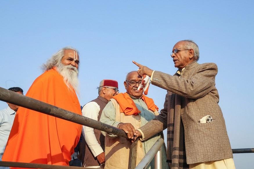 विश्व हिंदू परिषदेने देशभर शनिवार आणि रविवारी हुंकार रॅलीचं आयोजन केलंय. महाराष्ट्रात अनेक ठिकाणी विहिंपच्या सभा होणार आहेत. संघपरिवाराचे अनेक नेते त्यात सहभागी होतील.