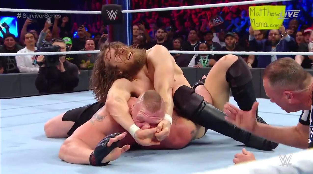 तर दुसरीकडे WWE Champion ब्रॉक लेसनरने WWE Smackdown Champion डेनियल ब्रायनला पराभूत केलं. ब्रॉक आणि डेनियलमध्ये १८ मिनिटं मॅच चालली.