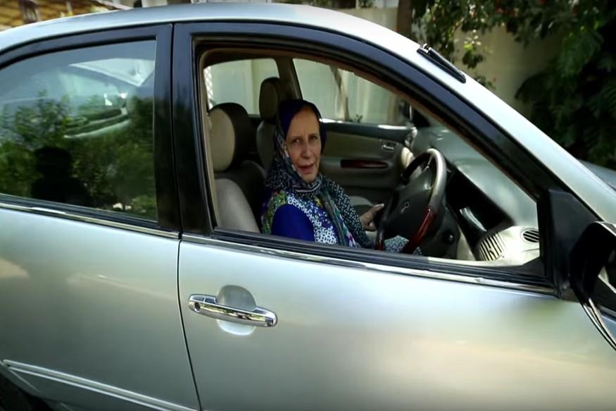 पुरुष प्रधान संस्कृती असलेल्या देशात 56 वर्षांच्या जाहिदानं पुरुषांच्या खांद्याला खांदा देत गेली 26 वर्षं महिला टॅक्सीचालक म्हणून स्वत:ची ओळख निर्माण केली आहे.
