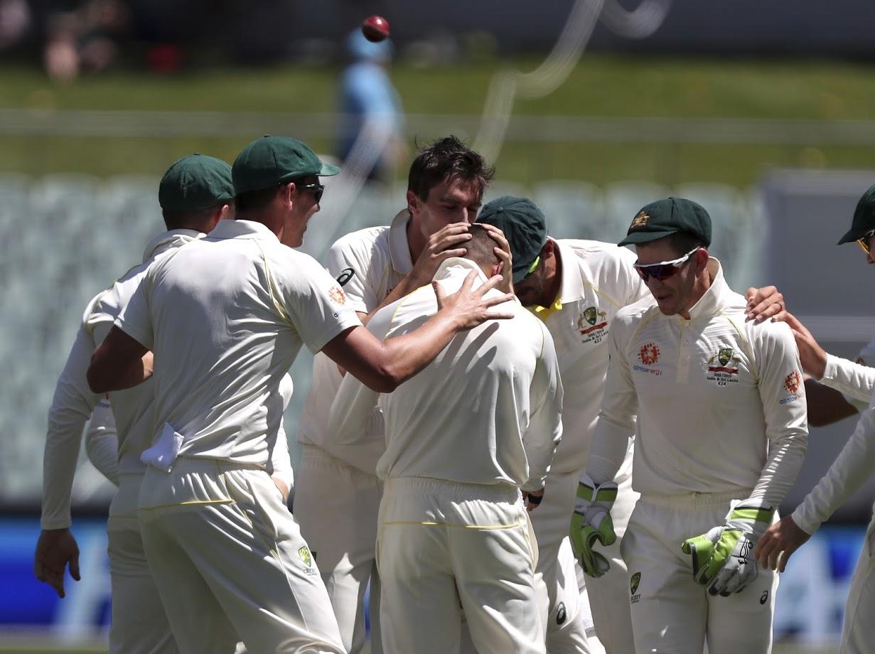 ऑस्ट्रेलियाच्या संघात मिचेल स्टार्क आणि हेजलवूडसारखे जलदगती गोलंदाज आहेत. मात्र तिसऱ्या दिवसापासून एडिलेड मैदान स्पिनरसाठी फायदेशीर आहे. अशात ऑस्ट्रेलियाचा नाथन लायन टीम इंडियावर भारी पडू शकतो. क्रिकेटर होण्याआधी नाथन एडिलेड ओवल मैदानाचा पिच क्युरेटर होता.