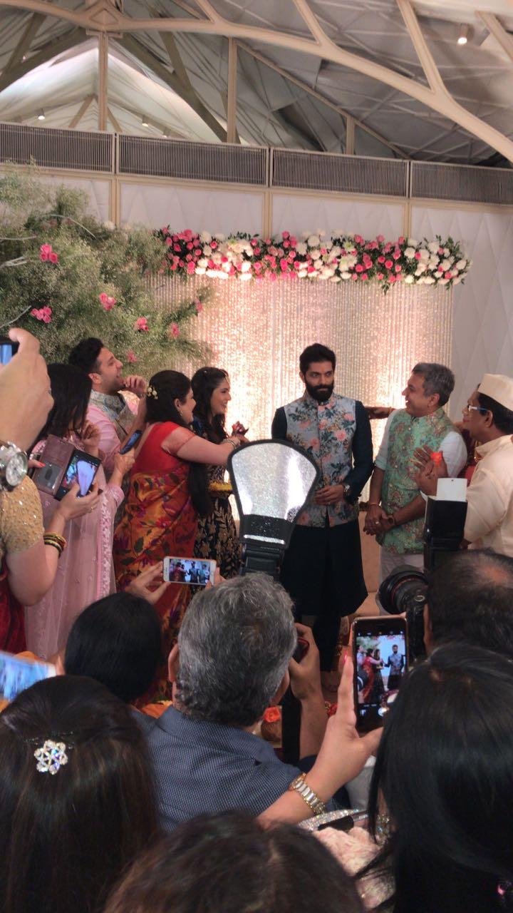 मिताली या मुंबईतले सुप्रसिद्ध डॉक्टर संजय बोरुडे यांची कन्या आहेत.