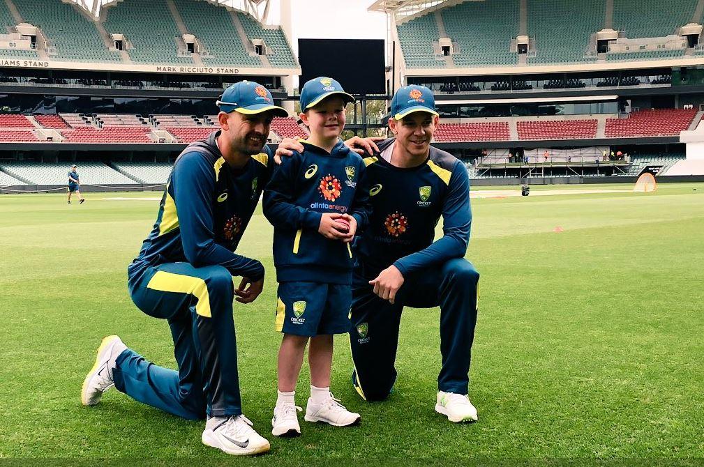 भारताविरुद्धच्या तिसऱ्या कसोटी सामन्यासाठी ऑस्ट्रेलियाने आपल्या संघाची घोषणा केली आहे. विशेष म्हणजे ऑस्ट्रेलियाने आपल्या संघात एका 7 वर्षाच्या लेग स्पिनरलाही संधी दिली आहे. (सर्व फोटो सौजन्य- ट्विटर)