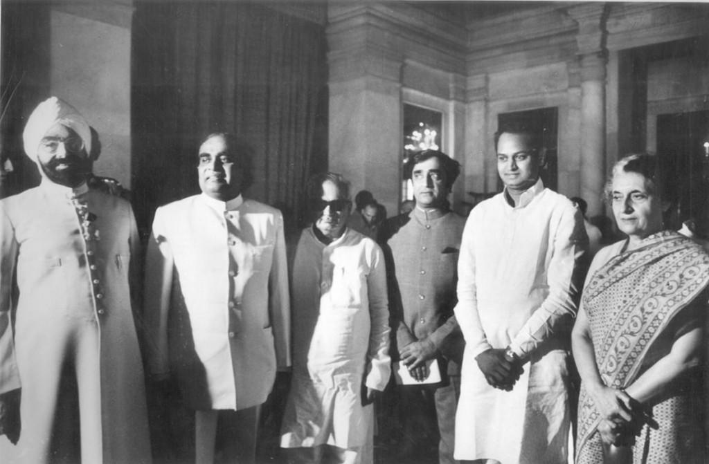 गहलोत यांच्या राहण्यात अत्यंत साधेपणा आहे. गहलोत यांचा शांत आणि सुस्वभावापणा हा इंदिरा गांधी यांना भावला आणि त्यांनी गहलोत यांना 1982 मध्ये कॅबिनेट मंत्रीपद बहाल केलं. 1984 मध्ये गहलोत राजस्थानमध्ये प्रदेश काँग्रेसचे सर्वात तरुण अध्यक्ष झाले.