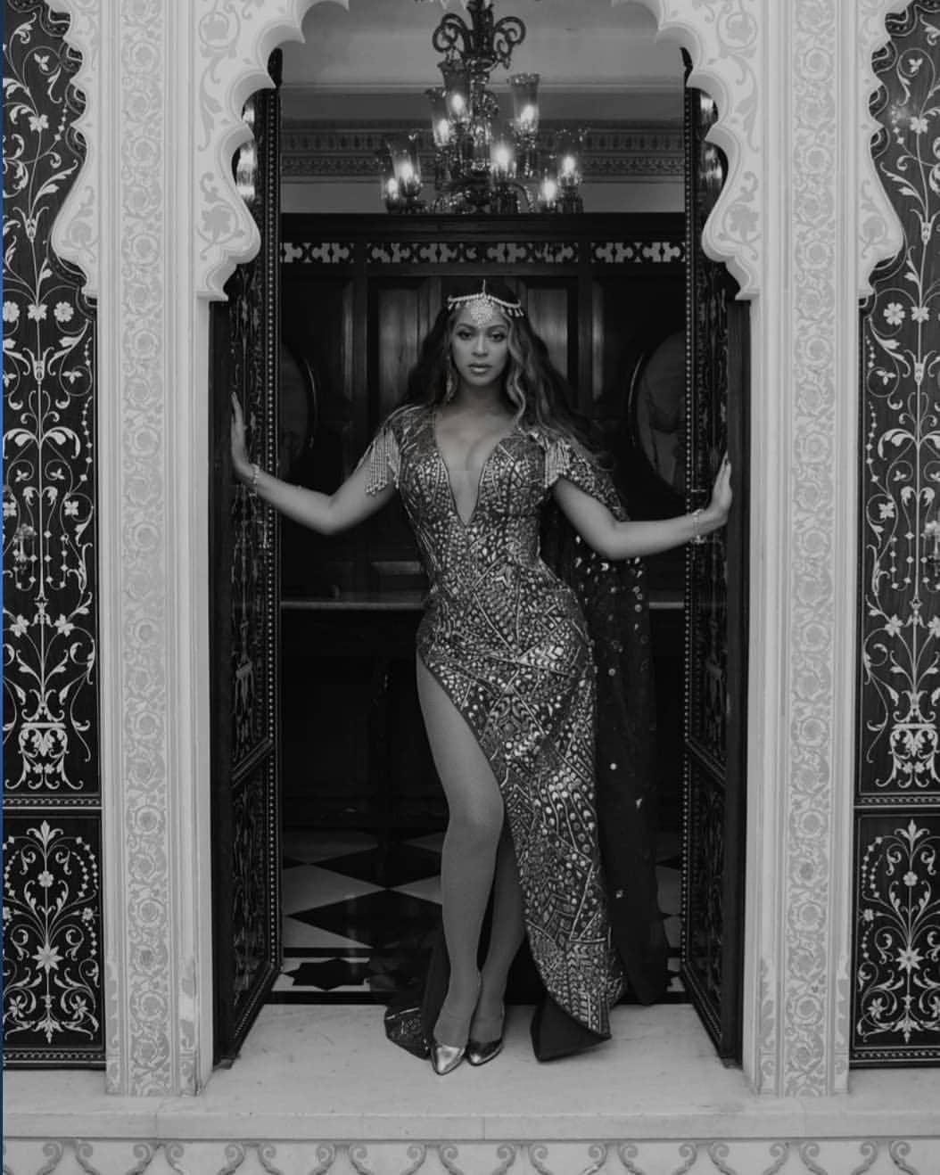 या परफॉरमन्सनंतर बियॉन्सेनं तिचे फोटो इन्स्टाग्रामवर शेअर केले आहेत. याशिवाय तिने कार्यक्रमात झालेल्या परफॉरमन्सची छोटीशी झलक एका क्लिपद्वारे शेअर केली आहे.