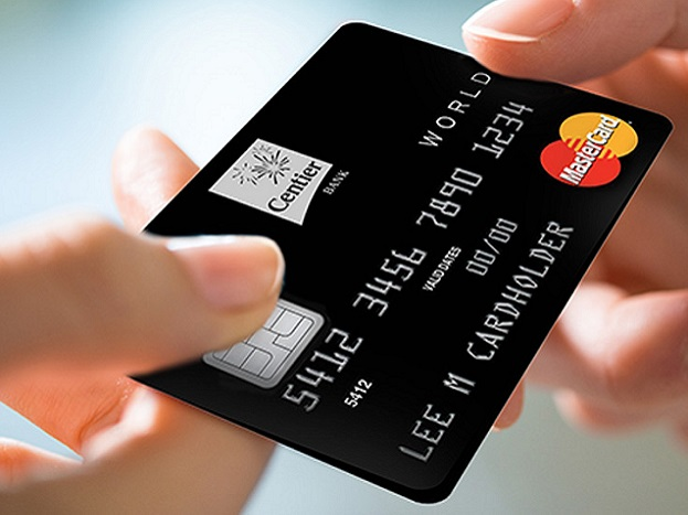 27 ऑगस्ट 2015 रोजीच्या रिझर्व्ह बँकेच्या आदेशानुसार सगळ्या बँकांना त्यांच्या मॅग्स्ट्रिप (काळी पट्टी असलेले कार्ड)डेबिट आणि क्रेडिट कार्डला ईव्हिएम (EUROPE, MASTERCARD आणि VISA) कार्डमध्ये बदलून घ्यावं लागेल. कार्ड बदलण्याची अंतिम तारीख 31 डिसेंबर असेल. यानंतर मॅग्स्ट्रिप कार्ड ब्लॉक केले जातील. नवीन दिले जाणाऱ्या कार्डसाठी तुम्हाला पैसे भरायची गरज नाही. गे कार्ड मोफत आहे.