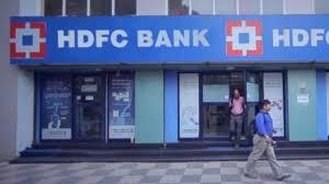 देशातील मोठी खाजगी बँक एचडीएफसी बँकेकडून गृह कर्ज, वाहन कर्ज किंवा खाजगी कर्ज घेणं आता महाग पडू शकतं.