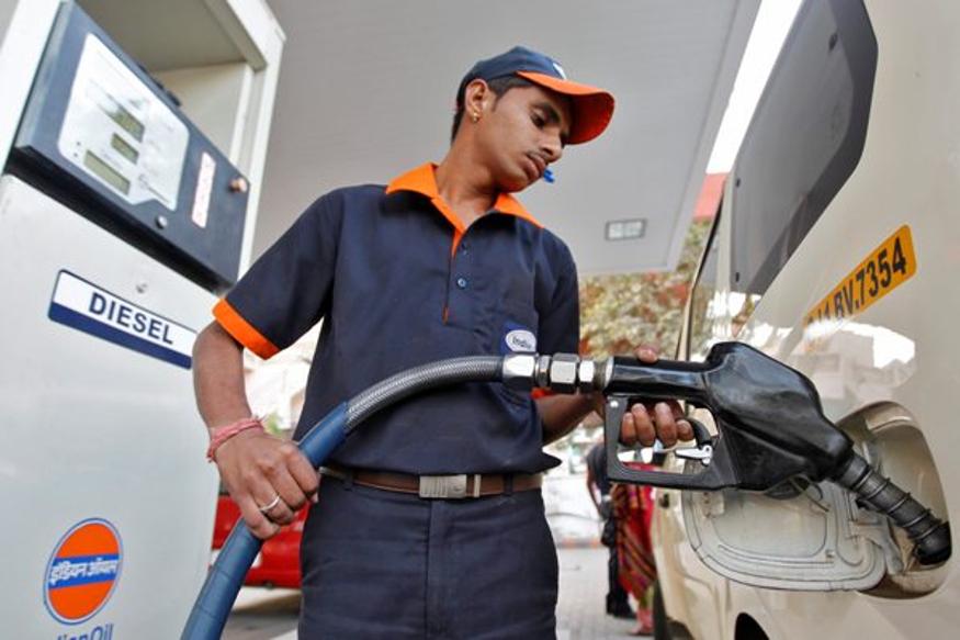 तीन दिवसानंतर स्वस्त झालं पेट्रोल आणि डिझेल, हे आहेत आजचे दर