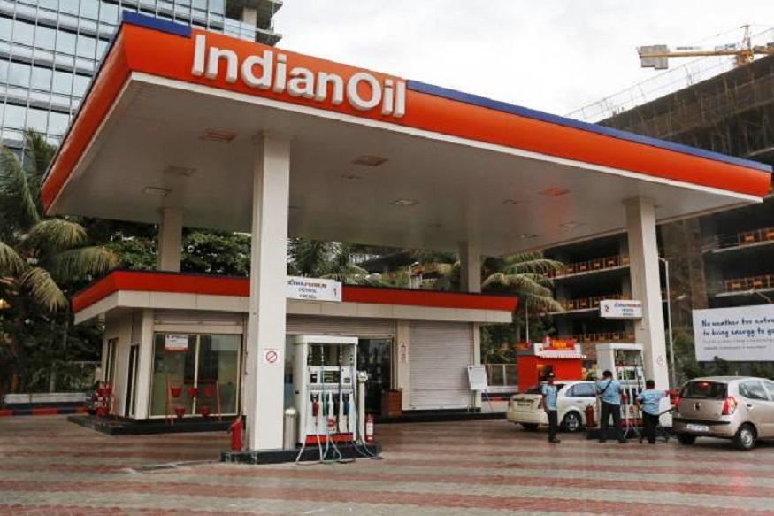 पेट्रोल भरणे दिवसेंदिवस कठीण होत चालले आहे. पण पेट्रोल पंप चालवण्याचा व्यवसाय मोठ्या फायद्याचा आहे. मोक्याच्या ठिकाणी पेट्रोल पंप सुरू केला तर चांगली कमाई करू शकतात. सरकारी इंधन कंपनी इंडियन आॅयल कॉर्पोरेशन लिमिटेड (IOCL) ने देशभरात पेट्रोल पंप डिलरशीप देत आहे.
