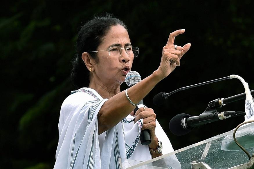 तृणमुल काँग्रेसच्या अध्यक्षा ममता बॅनर्जी यांनी भारतीय वायु दलाचं स्वागत केलं. पण, 200 ते 300 दहशतवादी ठार झाले याचा पुरावा काय असा सवाल केला.