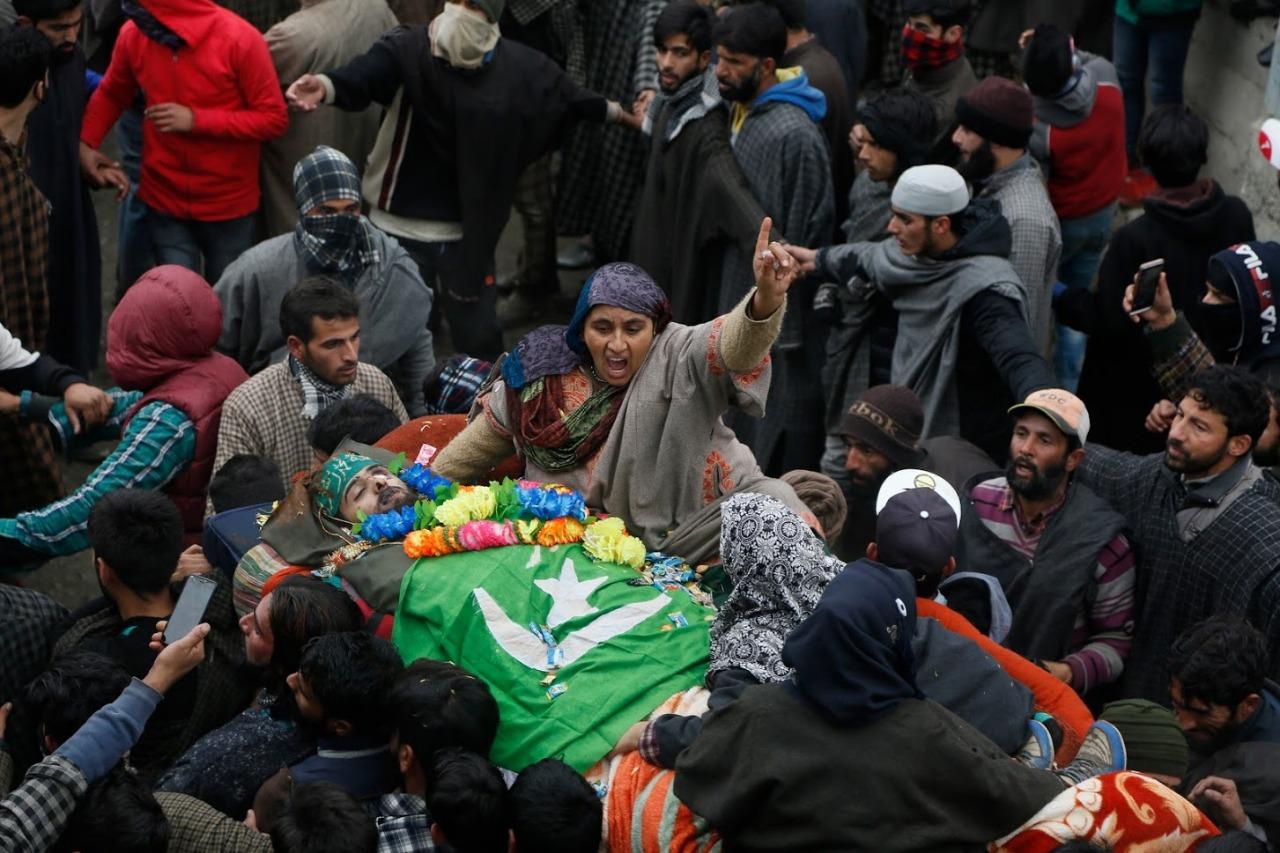 श्रीनगर येथील मुजगुंड येथे एनकाऊंटरमध्ये मारला गेलेला १७ वर्षीय दहशतवादी साकिब बिलालने शाहीद कपूरच्या हैदर सिनेमात काम केले आहे. प्रसिद्ध निर्माते, दिग्दर्शक विशाल भारद्वाज यांच्या या सिनेमात साकिबने कॅमिओ केला होता.
