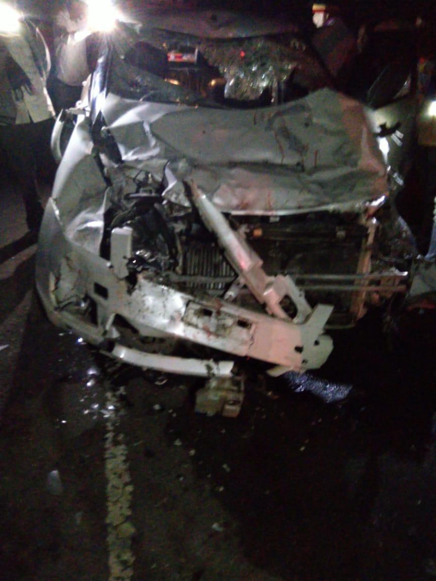 ही घटना संध्याकाळी 8 वाजेच्या सुमारास घडली आहे. जखमी साईभक्तांना सिन्नर येथील नजिकच्या रुग्णालयात तर काही जखमींना शिर्डी येथील साईबाबा रुग्णालयात हलवण्यात आलं आहे.