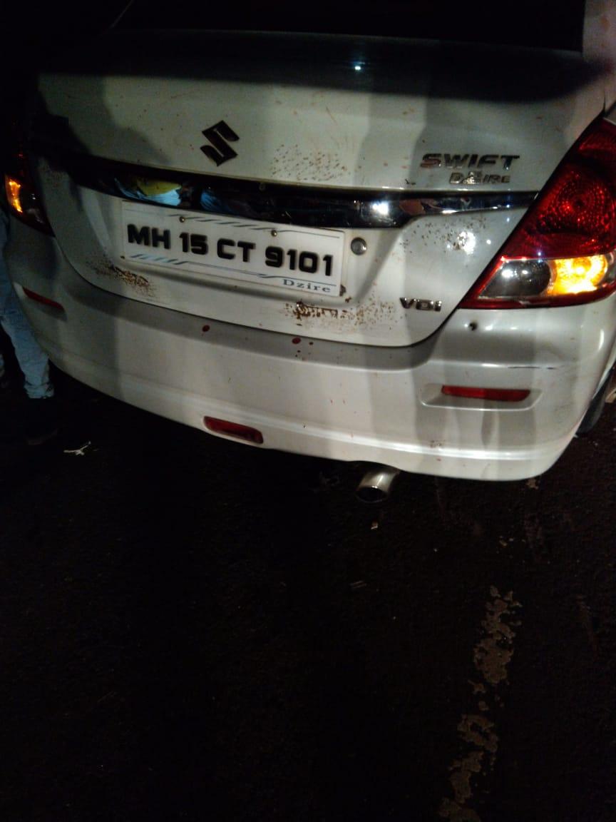 कार चालकाला समोरून येणाऱ्या वाहनांच्या लाईटमुळे काहीच न दिसल्यानं कार सरळ पालखीतील भाविकांना चिरडत गेली.