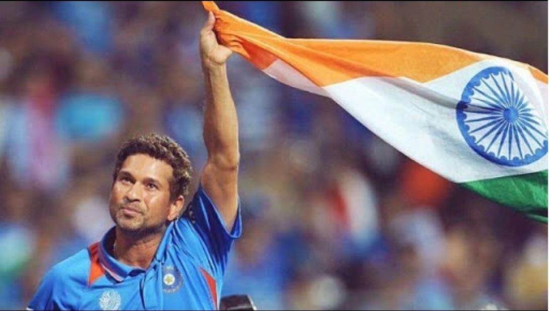 भारताचा मास्टर ब्लास्टर सचिन तेंडुलकरला क्रिकेटचा देव मानलं जातं. सर्व प्रकारच्या क्रिकेटमधून निवृत्त होऊनही त्याची लोकप्रियता आजही कायम आहे.