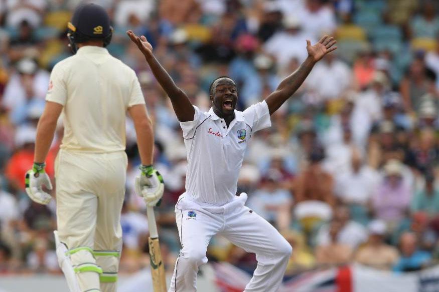 आयसीसी कसोटी क्रमवारीत तिसऱ्या क्रमांकावर असलेला इंग्लंडचा क्रिकेट संघ वेस्ट इंडिज दौऱ्यावर आहे. या दोन्ही संघात ब्रिजटाऊन येथे खेळण्यात आलेल्या पहिल्या कसोटी सामन्यात वेस्ट इंडिजचा संघ 289 धावांवर गुंडाळला. पण या आव्हानाचे पाठलाग करताना इंग्लंडचा संपूर्ण संघ अवघ्या 77 धावांत तंबूत परतला.