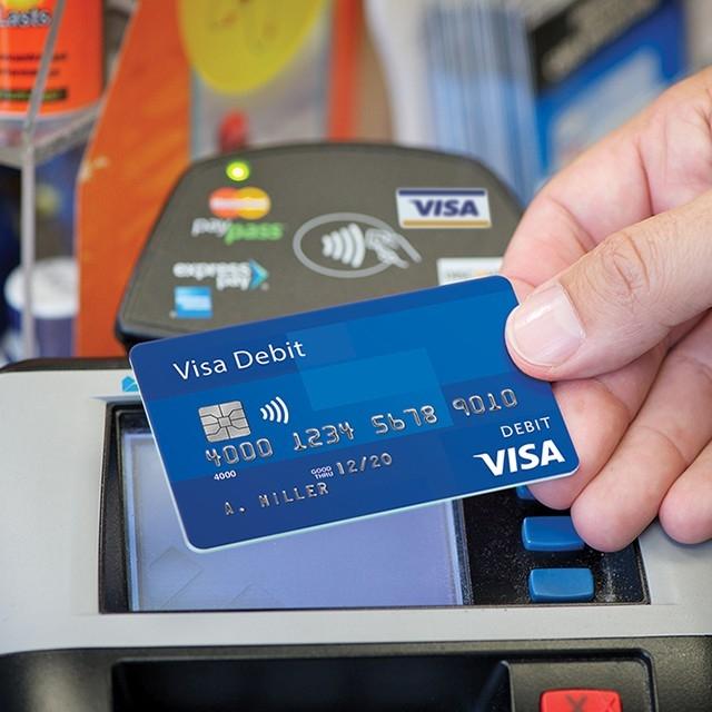 टोकन क्रमांकाची सिस्टिम लागू झाल्यावर तुमच्या कार्डचा क्रमांक कोणात्याही व्यक्तीला समजणार नाही. एवढेच नव्हे तर बँक कर्मचाऱ्यालासुद्धा हा क्रमांक माहीत नसेल. त्याचबरोबर ट्रांजॅक्शन करताना गडबड झाली तर कार्ड पेमेंट कंपनीच यासाठी जबाबदार राहील.