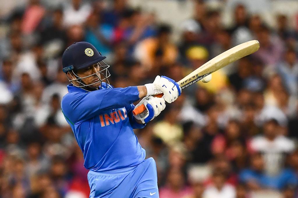 आजच्या ऑस्ट्रेलियाविरुद्धच्या सामन्यात धोनीने ७४ चेंडूत तीन चौकारांच्या मदतीने अर्धशतक पूर्ण करत भारताला वनडे मालिकेत ऐतिहासिक विजय मिळवून दिला. या मालिकेतील दुसऱ्या सामन्यातही धोनीनेच सामना जिंकून देण्यात महत्त्वाची भूमिका बजावली होती.पुढे वाचा... म्हणून आजही धोनीसारखा फिनिशर टीम इंडियाकडे नाही
