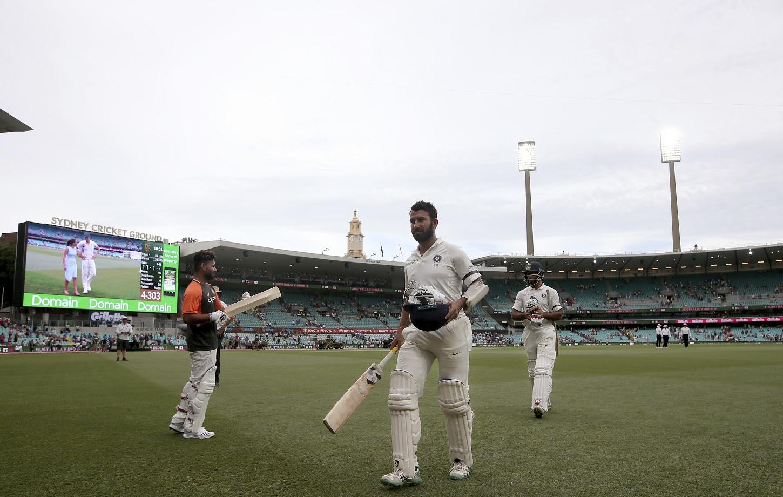 Live Cricket Score, India vs Australia 4th Test, Day 1- पहिल्या दिवशी पुजाराची शतकी खेळी, भारत ३०३- ४