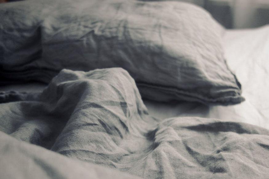 श्वसनाचे आजार असलेल्यांनी विशेषत: अस्थमा, हृदय विकार असणाऱ्यांनी तर तोंड झाकून अजिबात झोपू नये. अन्यथा श्वास गुदमरण्याचा त्रास होऊ शकतो.