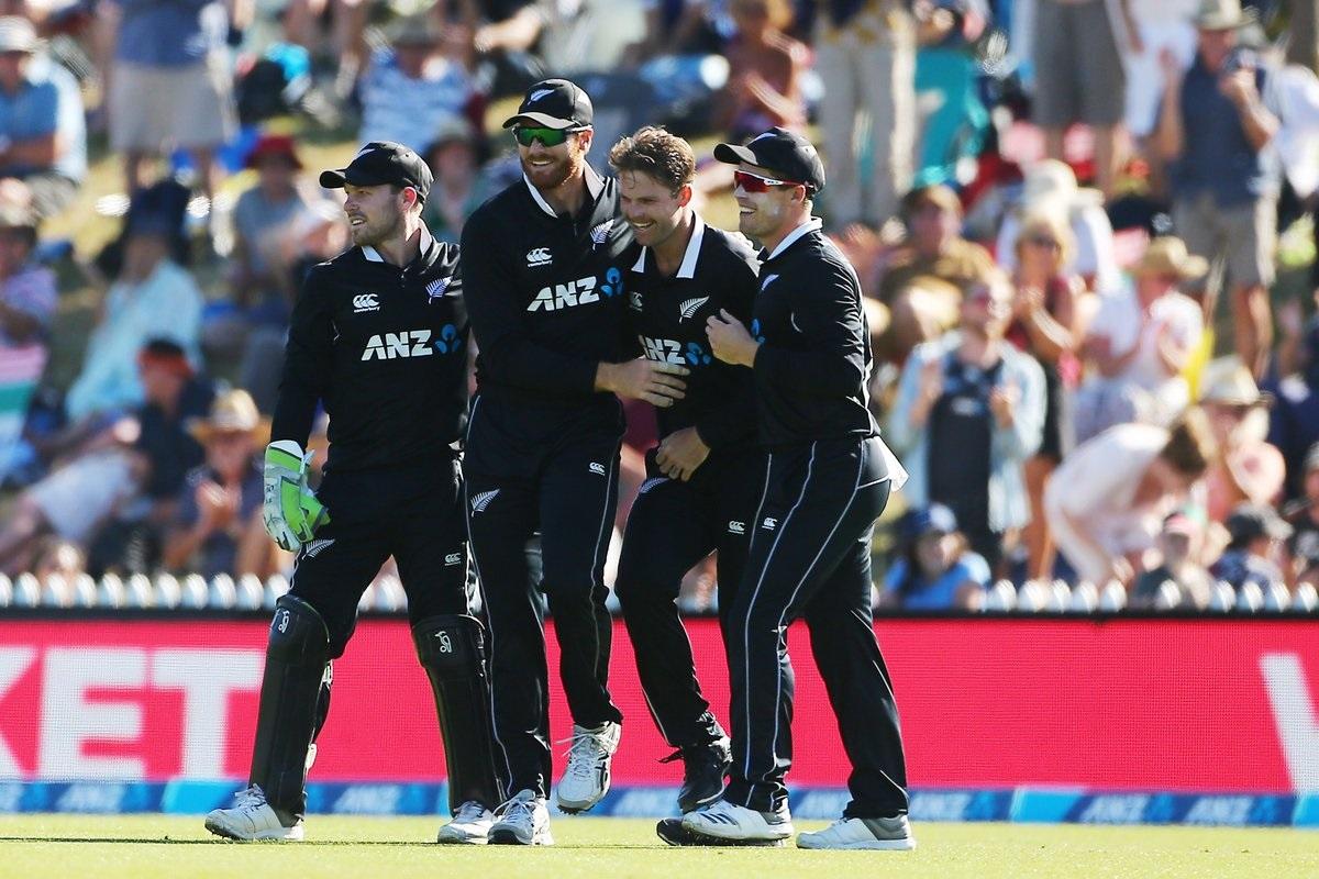 वनडे क्रमवारीत भारतीय संघ 121 गुणांसह दुसऱ्या स्थानावर आहे तर इंग्लंड 113 गुणांसह तिसऱ्या स्थानावर आहे. या मालिकेत विजय मिळवून नंबर वन होण्यासाठी दोन्ही संघ प्रयत्न करतील.