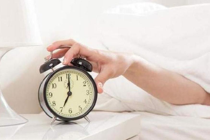 स्लीप अॅप्निया एक अशी स्थिती आहे ज्यामुळे झोपल्यावर श्वास घेण्यासाठी त्रास होऊ शकतो. त्यामुळे लठ्ठपणा येण्याची शक्यता असते. त्यामुळे तोंडावर घेऊन झोपणं टाळलं पाहिजे.