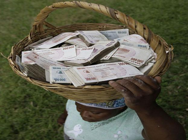 वर्ल्ड बँकेच्या अहवालानुसार झिम्बॉम्बेमध्ये दुसऱ्यांदा महागाई एवढी वाढली होती. हा महागाई दर 4 हजार टक्क्यांहून जास्त होता.