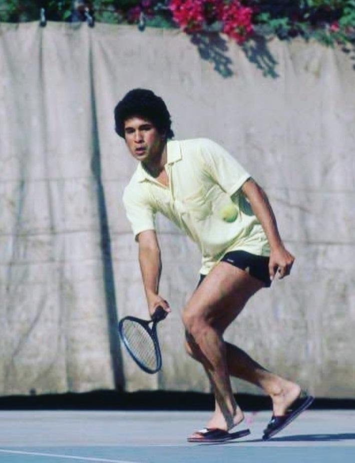 ऑस्ट्रेलियन ओपनच्या पार्श्वभूमीवर त्याने हे फोटो शेअर केले आहेत. पुढे वाचा...रॉजरचा त्या क्रिकेट शॉटचा सचिन झाला दिवाना, दिला मोलाचा सल्ला